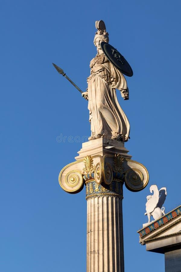 Vue de coucher du soleil de statue d'Athéna devant l'académie d'Athènes, Attique, Grèce photographie stock