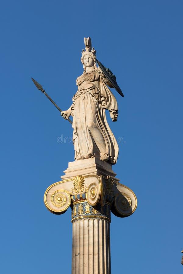 Vue de coucher du soleil de statue d'Athéna devant l'académie d'Athènes, Attique, Grèce photo stock
