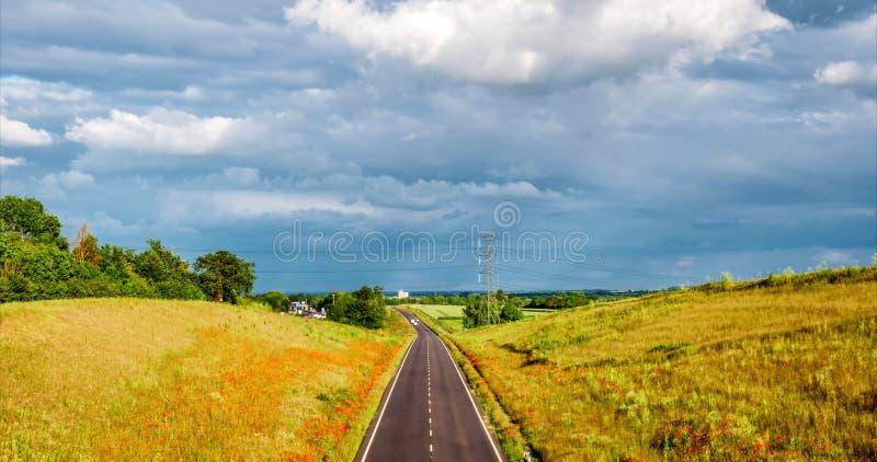 Vue de coucher du soleil du trafic facile d'autoroute britannique, timelapse image libre de droits