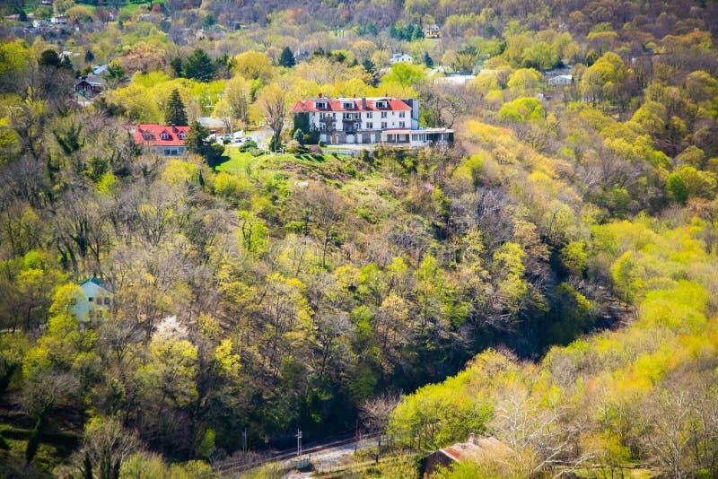 Vue de couleur de ressort sur des collines des tailles du Maryland dans les harpistes F photos libres de droits