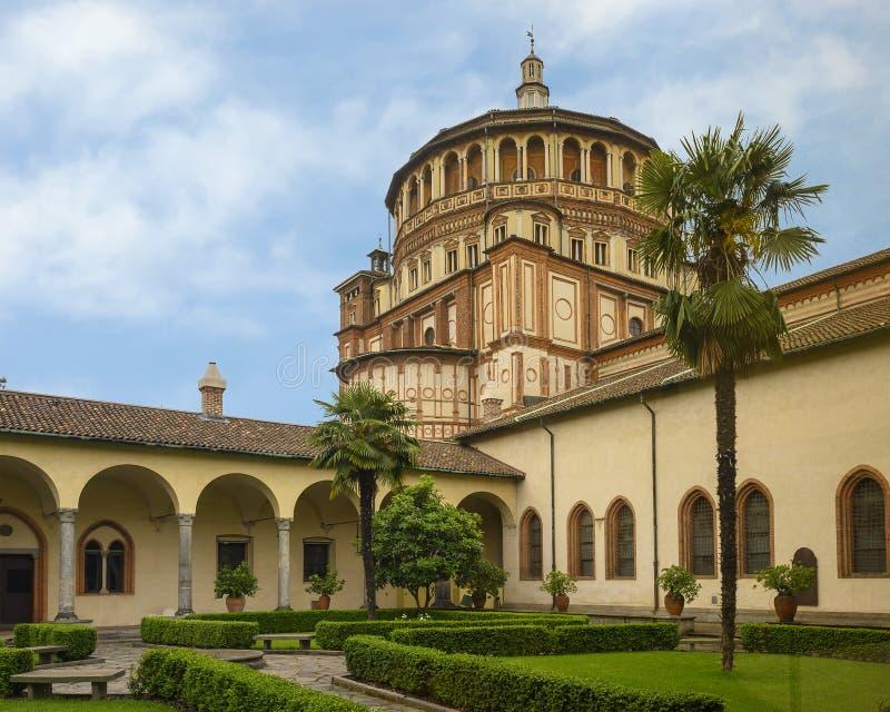 Vue de cour, l'église et couvent de delle Grazie, la maison du dernier dîner de Leonardo, Milan, Italie de Santa Maria photos stock