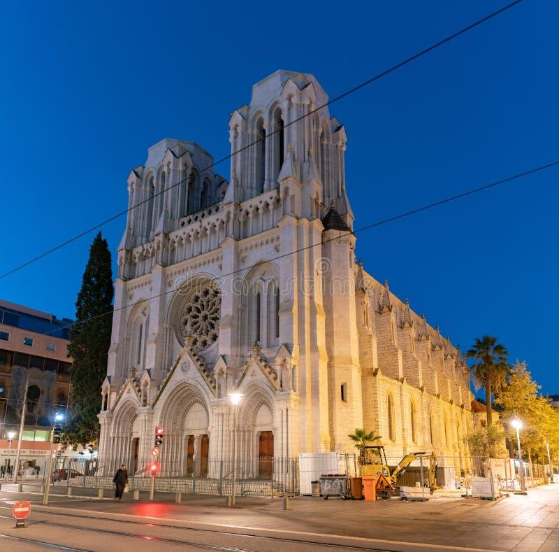 Vue de crépuscule de la basilique de l'église de Notre-Dame de Nice images stock