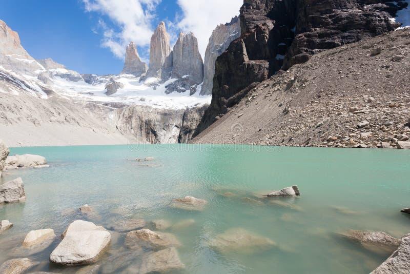 Vue de cr?tes de Torres del Paine, point de rep?re du Chili photographie stock libre de droits