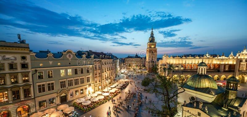 Vue de Cracovie, Pologne au coucher du soleil images stock