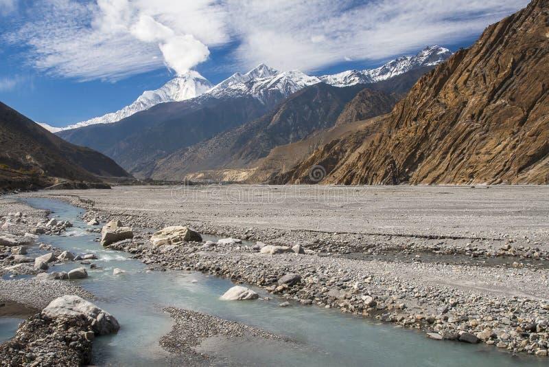 Vue de Dhaulagiri de la rivière Gandaki image libre de droits