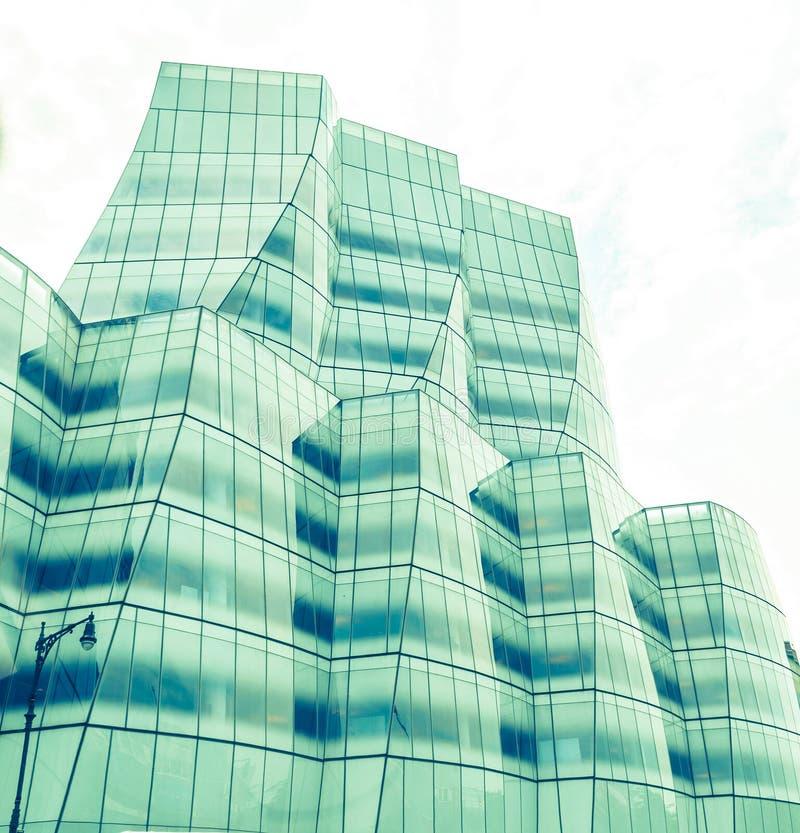 Vue de façade de bâtiment d'IAC à New York images stock