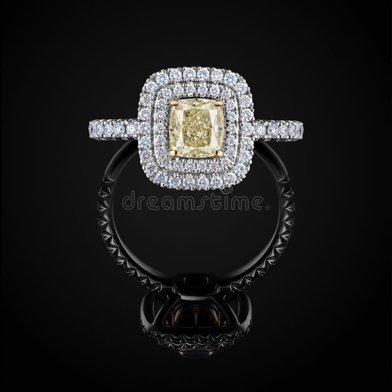 Vue de face d'anneau de mariage avec les diamants jaunes et blancs sur le fond noir avec la réflexion Bijoux avec la pierre gemme photo libre de droits