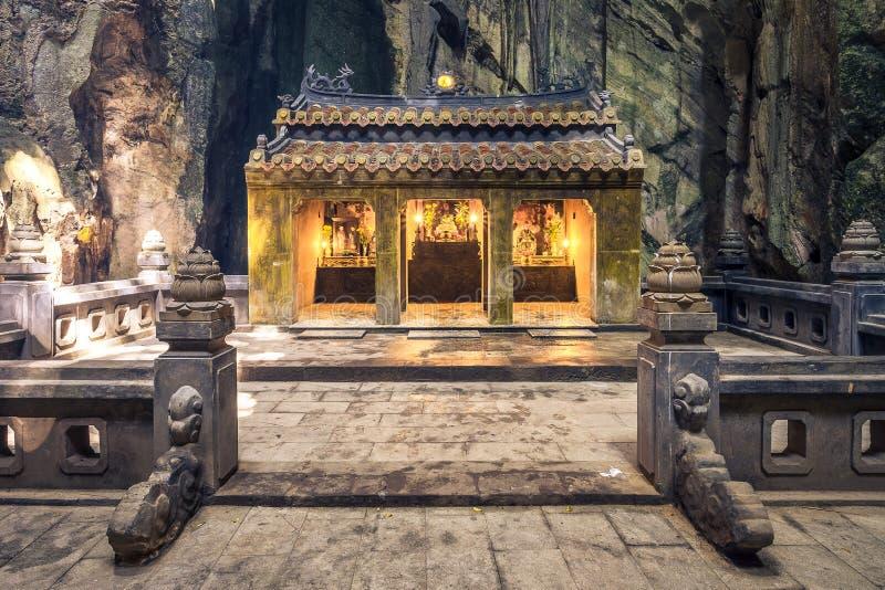 Vue de face d'autel en pierre photographie stock libre de droits