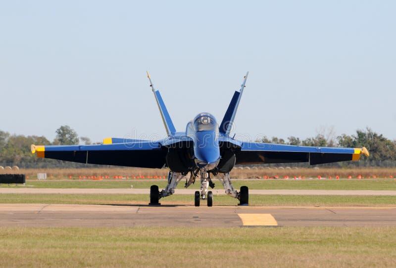 Vue de face d'avion de chasse moderne images stock