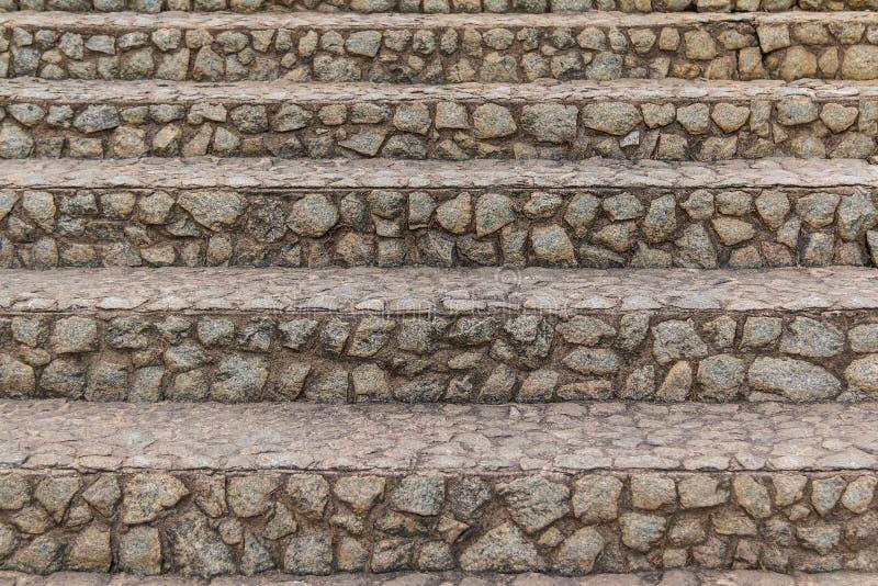 Vue de face d'escaliers de pierre photos stock