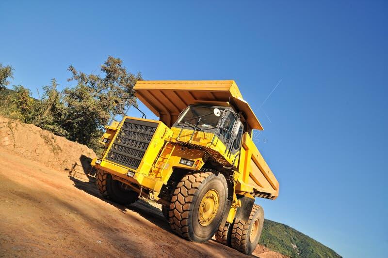 Vue de face de camion- jaune image stock