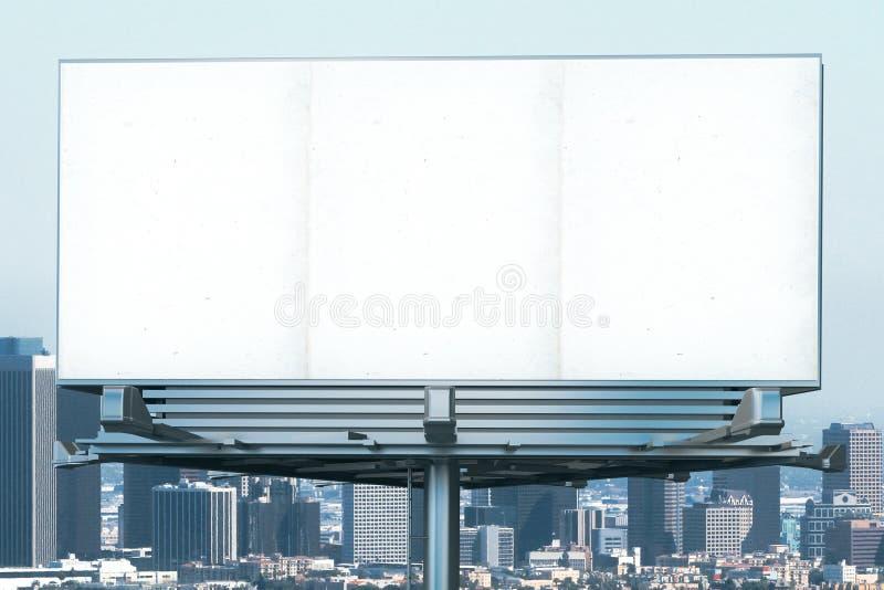 Vue de face de panneau d'affichage vide au fond de ville illustration stock