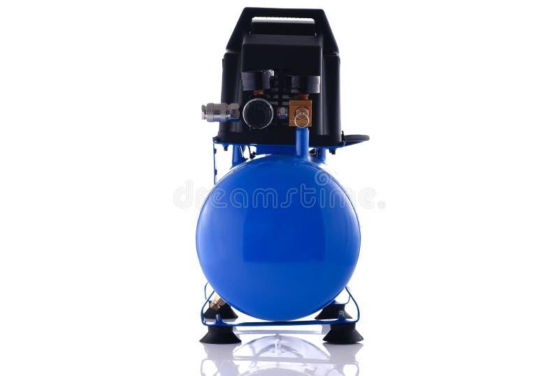 Vue de face de petit compresseur bleu d'isolement sur le blanc images stock