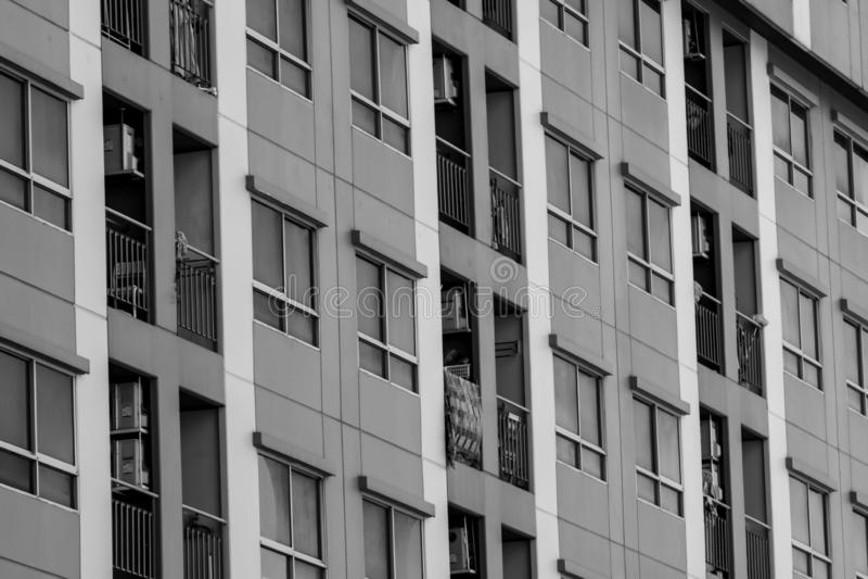 Vue de face du b?timent de gratte-ciel Immeuble dans la ville Construction d'entreprise d'immobiliers R?sidentiel ? plusiers ?tag photographie stock