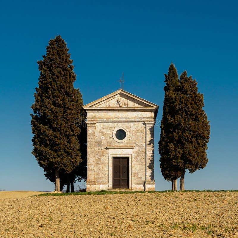 """Vue de face du della Madonna di Vitaleta de chapelle de Cappella en Val d """"Orcia L'Italie, 2017 images libres de droits"""