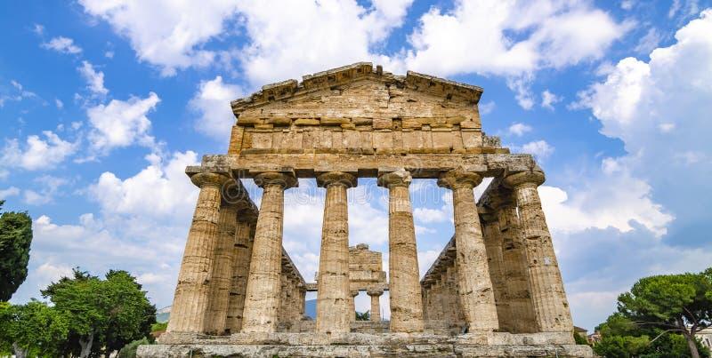 Vue de face du temple d'Athéna chez Paestum photo libre de droits