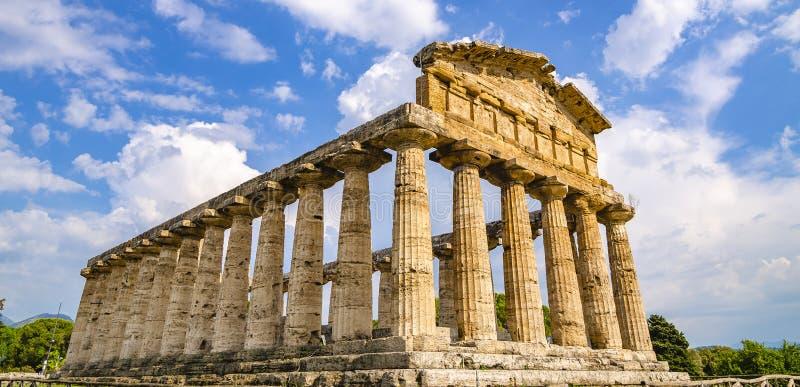 Vue de face du temple d'Athéna chez Paestum photographie stock
