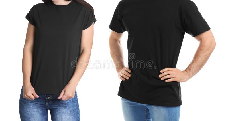 Vue de face de jeune femme et d'homme dans des T-shirts noirs photo stock