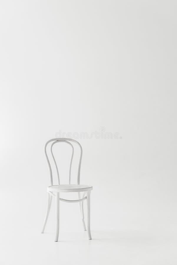 vue de face de la chaise blanche photo libre de droits
