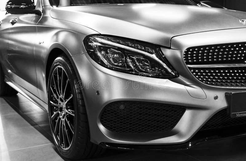 Vue de face de Mercedes Benz C 43 AMG 4Matic V8 Bi-turbo 2018 Détails d'extérieur de voiture Rebecca 36 images stock