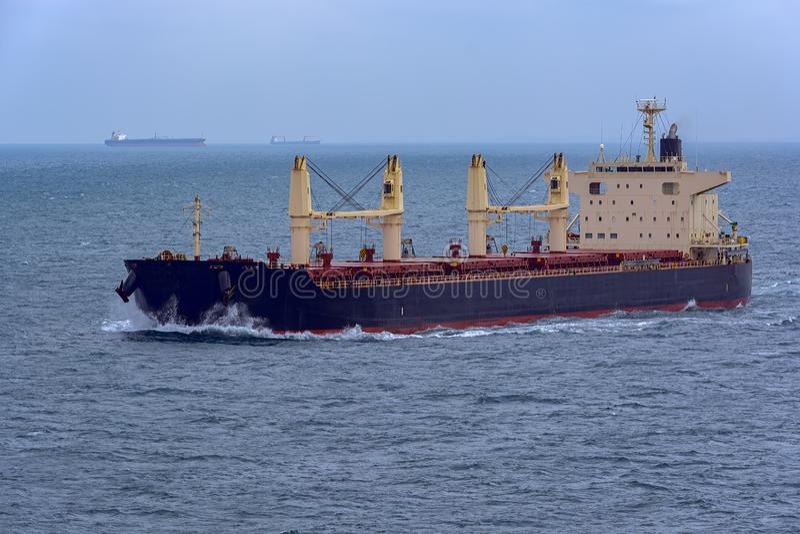 Vue de face de navire de vraquier photo libre de droits