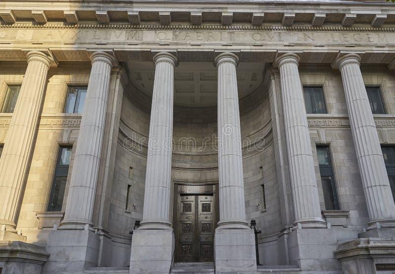 Vue de face de palais de justice image stock