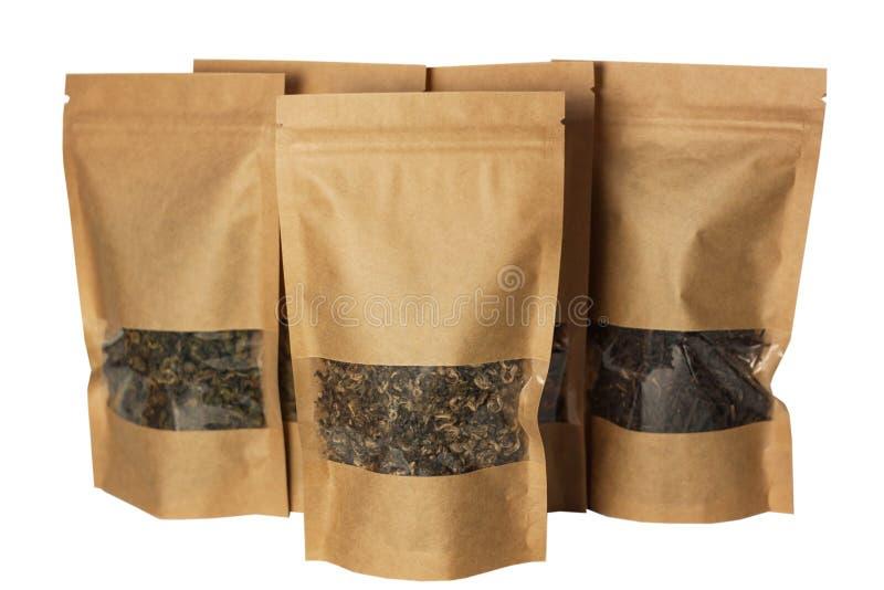 Vue de face de sacs de poche de papier de Brown emballage d'isolement sur un fond blanc Empaquetage pour les nourritures et la ma image libre de droits