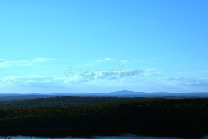 Download Vue de falaise de Maine image stock. Image du forêt, falaise - 45360513