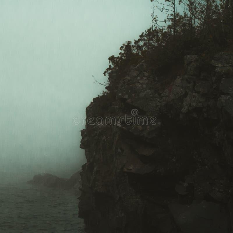 Vue de falaise donnant sur le lac Supérieur au Minnesota photo libre de droits
