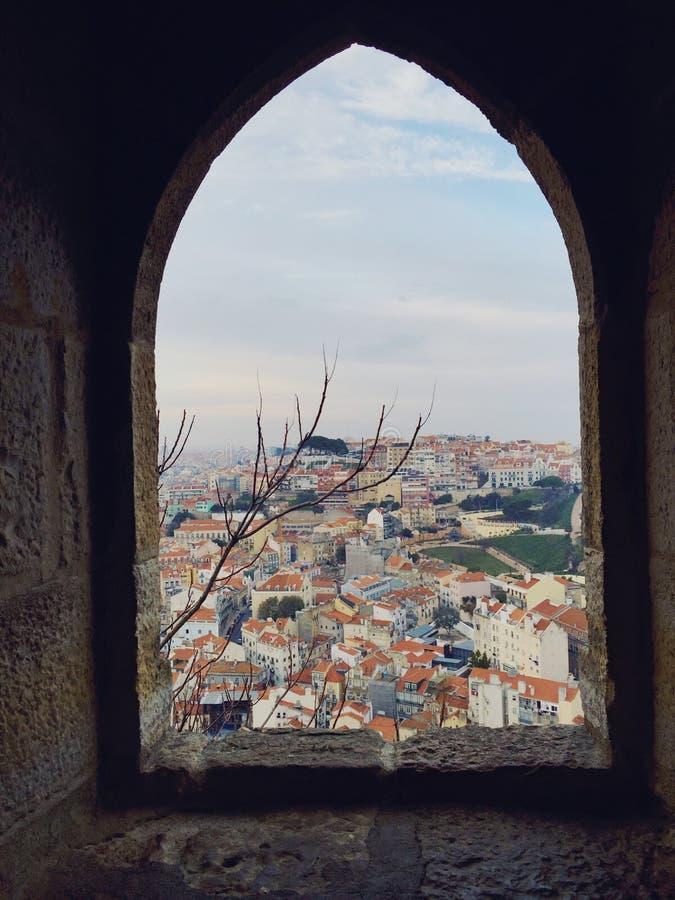 Vue de fenêtre de Lisbonne images libres de droits