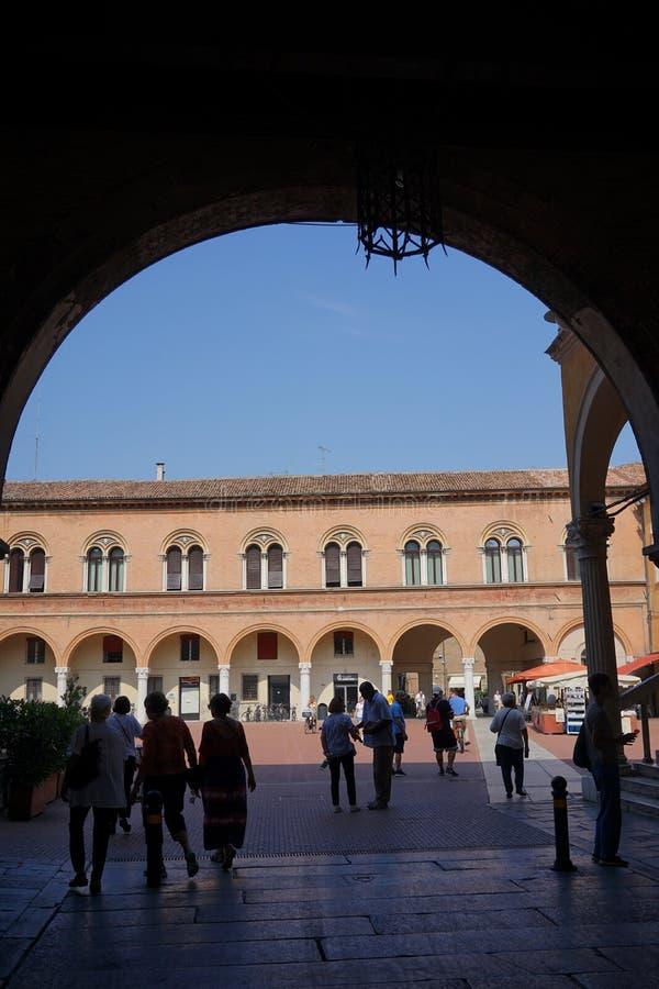 Vue de Ferrare de la cour du palais ducal photographie stock libre de droits