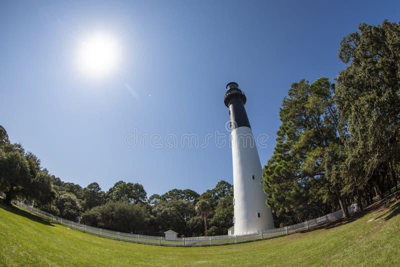 Vue de Fisheye de phare et de forêt images stock