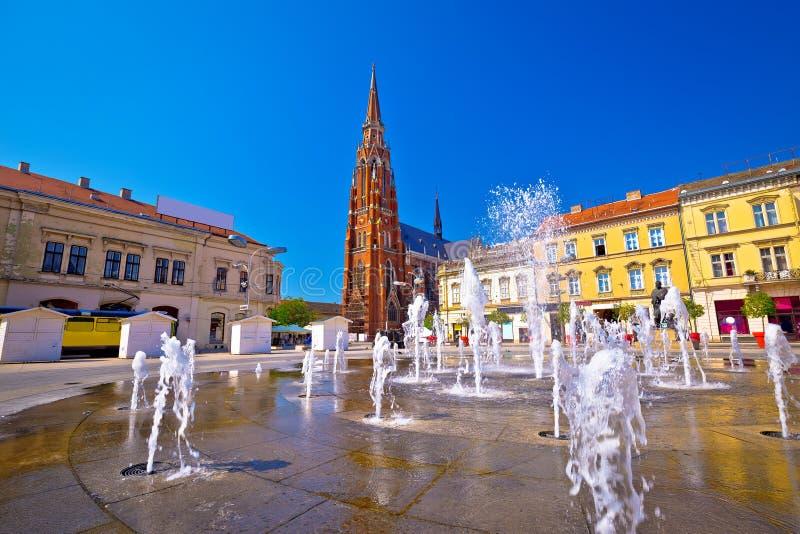 Vue de fontaine carrée principale et de cathédrale d'Osijek photographie stock