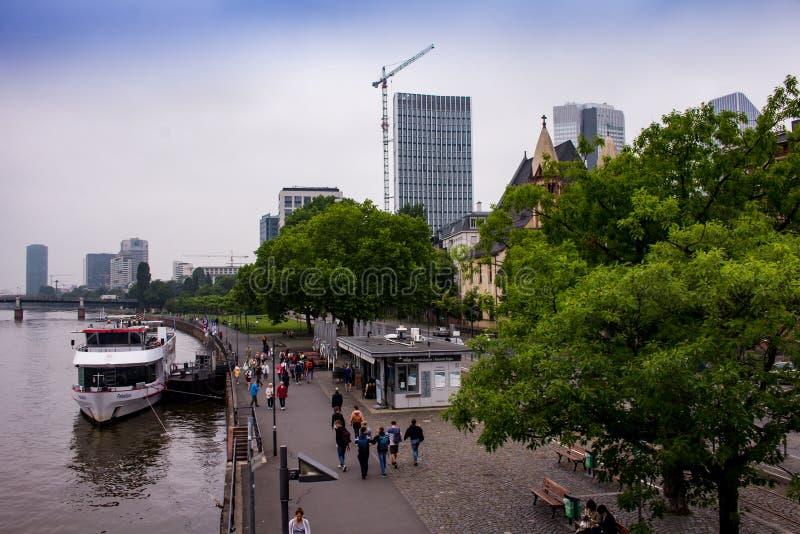 Vue de Francfort du pont en fer d'Eiserner Steg photo libre de droits