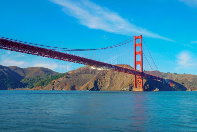 Vue de golden gate bridge du bateau San Francisco, la Californie, Etats-Unis photos stock
