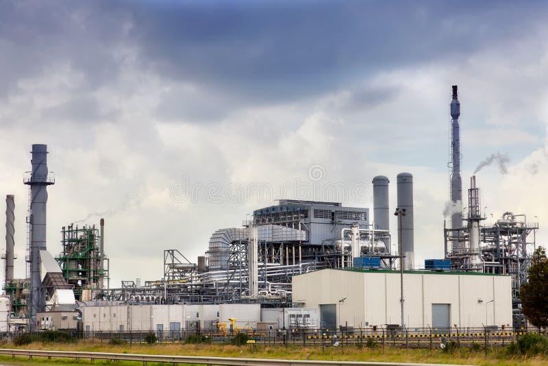 Vue de grand raffinerie de pétrole images libres de droits