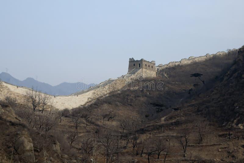 Vue de Grande Muraille de la Chine avec cultiver des terrasses ci-dessous photos stock