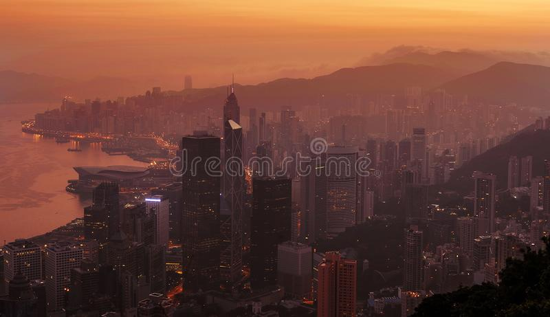 Vue de gratte-ciel de Hong Kong de Victoria Peak au lever de soleil photo stock