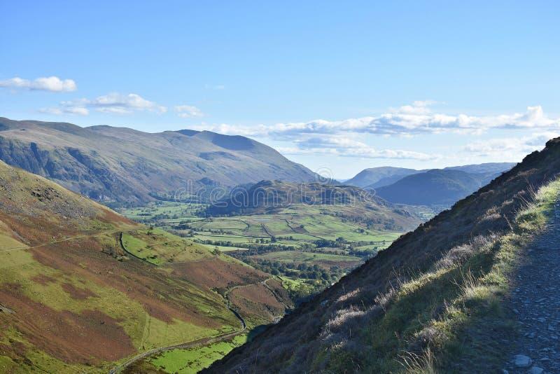 Vue de haut chemin de vallée à haut Rigg, secteur de lac image libre de droits