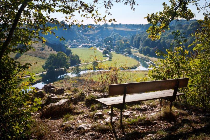 Vue de Herbrechtingen - Eselsburg et la rivière Brenz du flanc de coteau photo stock