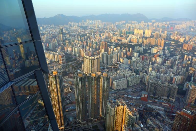 Vue de Hong Kong de centième étage d'un gratte-ciel photos stock