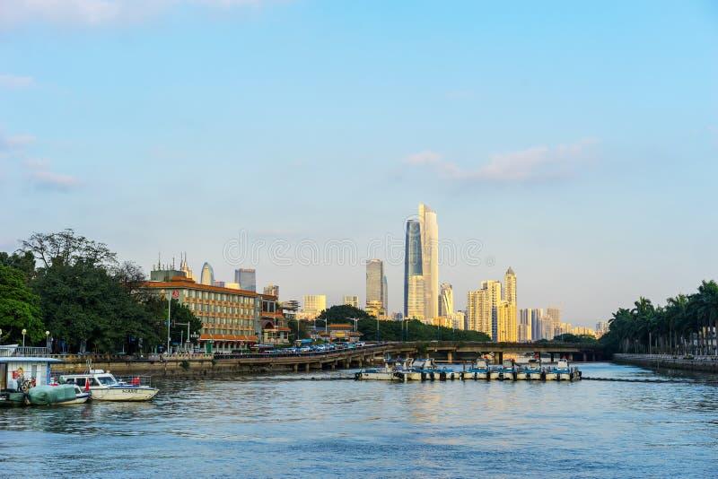 Vue de jour des bâtiments par le Pearl River photos libres de droits