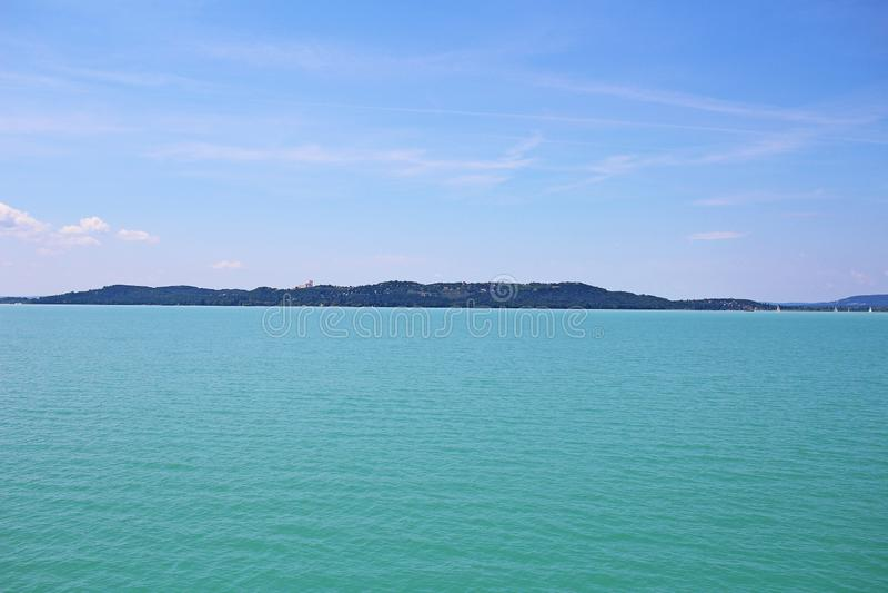 Vue de 2018 juin d'été de la Hongrie l'Europe de lac Balaton de bateau images libres de droits