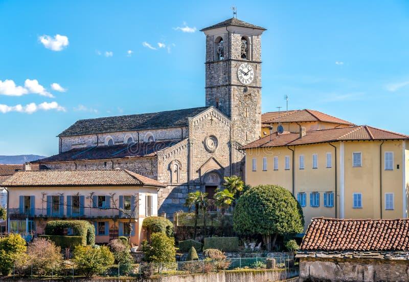 Vue de l'église romane de San Vittore située dans la localité Canonica de Brezzo di Bedero au-dessus de lac Maggiore dans la prov photos stock