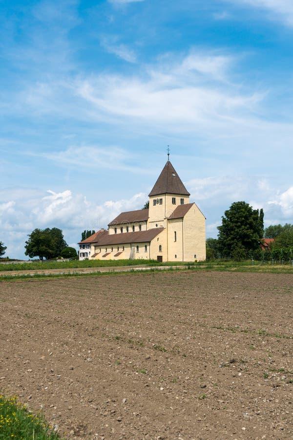 Vue de l'église de St Georg sur l'île de Reichenau sur le Lac de Constance photo stock