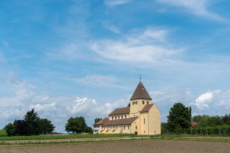 Vue de l'église de St Georg sur l'île de Reichenau sur le Lac de Constance photos stock
