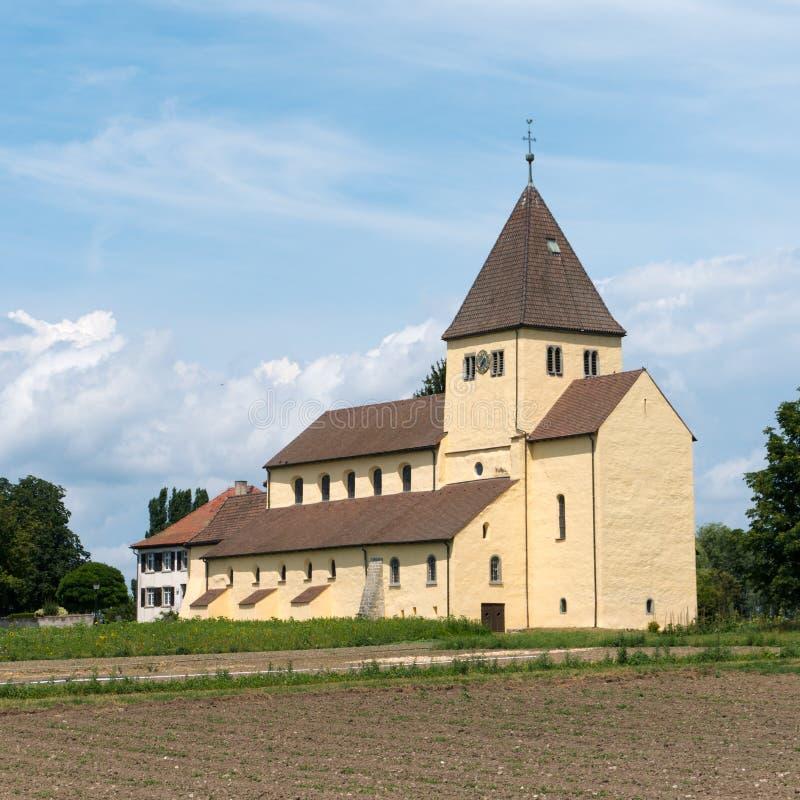 Vue de l'église de St Georg sur l'île de Reichenau sur le Lac de Constance photo libre de droits