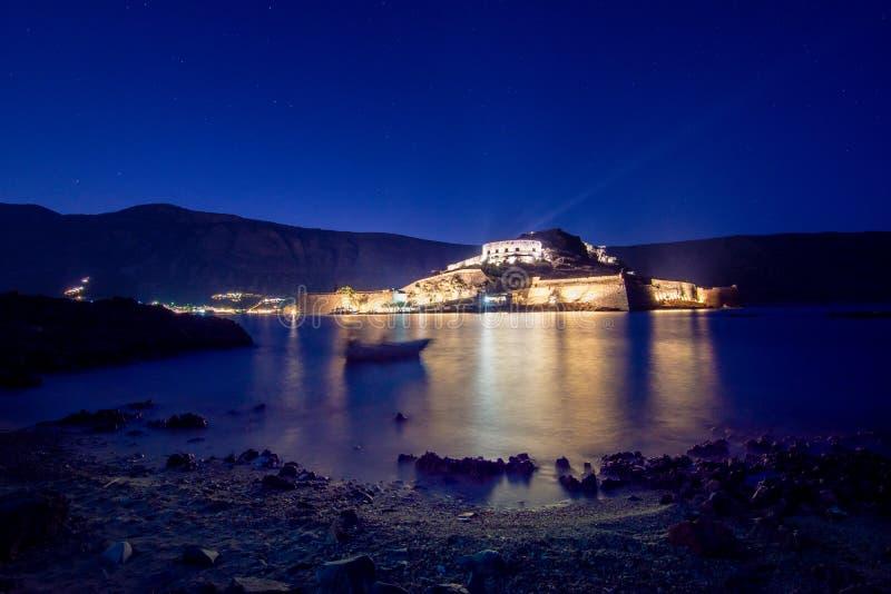 Vue de l'île de Spinalonga avec la mer calme Voici être les lépreux d'isolement, humains avec le desease du ` s de Hansen, golfe  image stock