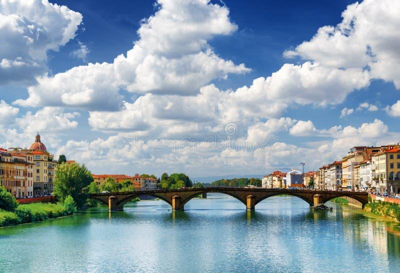 Vue de l'alla Carraia au-dessus d'Arno River, Florence de Ponte image libre de droits