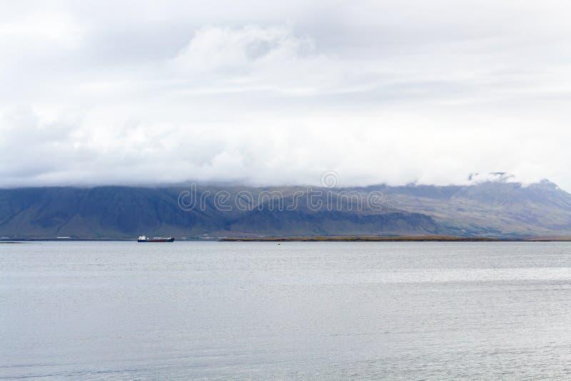 vue de l'eau de l'Océan Atlantique de Reykjavik photographie stock libre de droits